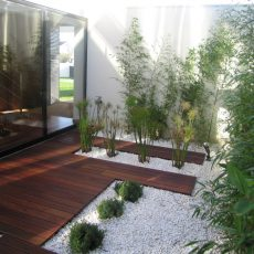 Colocação de deck (pavimento exterior) em madeira
